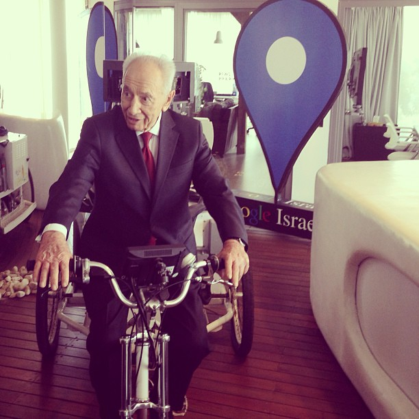 Innovation knows no age: Shimon Peres takes Google's streetview for a ride